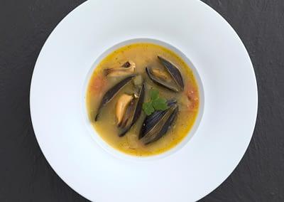 Italienische Miesmuschel-Suppe mit Safran