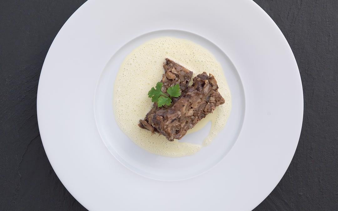 Maronen-Walnuss-Terrine mit Safran-Sauce