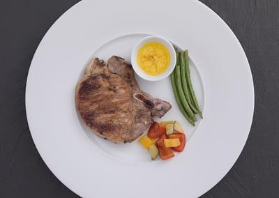 Kalbskotelett mit Safran-Butter und Grillgemüse